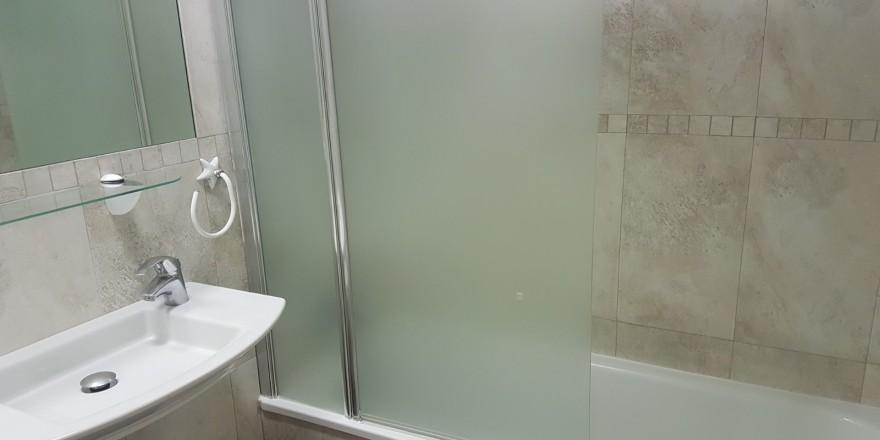 Gemelos 26-19B cuarto de baño con bañera